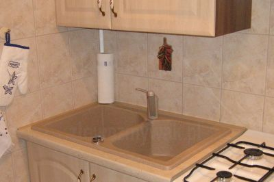 Dwukomorowy zlew granitowy do dużej i małej kuchni
