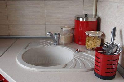 Zlewozmywak granitowy do szafki narożnej Solano 30 w czerwonej kuchni